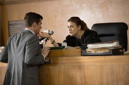 Kate Walsh nei panni di Rebecca Wright in una scena dal pilot.