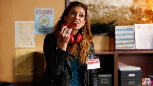 Kate Walsh in una scena di Bad Judge.