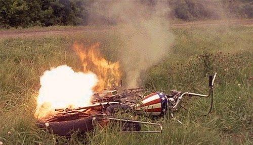 La moto di Capitan America in fiamme