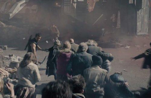 Hawkeye scorta i civili
