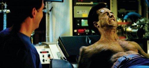 """Edward Norton si trasforma in Hulk in una scena del film """"L'incredibile Hulk."""""""