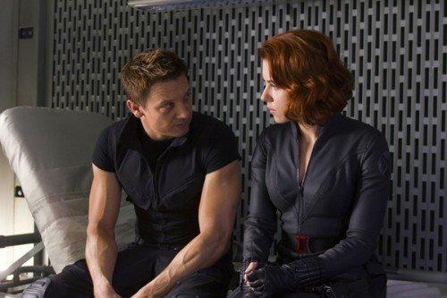 """Jeremy Renner e Scarlett Johansson in una scena di """"The Avengers""""."""