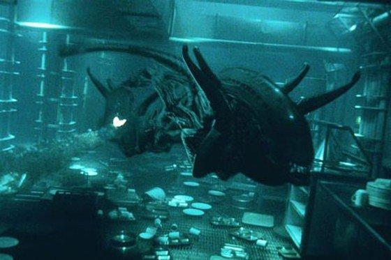Underwater-pursuit-Alien-Resurrection