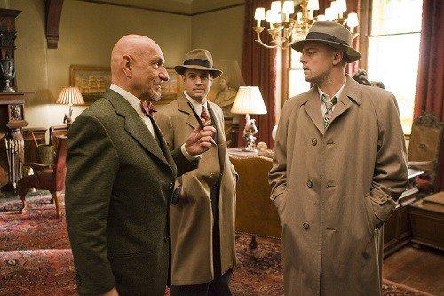 Leonardo di Caprio, Mark Ruffalo e Ben Kingsley in una scena del film.