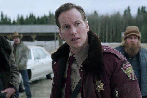 Patrick Wilson nei panni del detective Lou Selverton nella seconda stagione di Fargo.