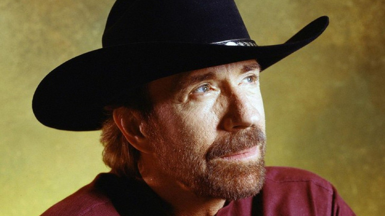 buon compleanno chuck norris. Black Bedroom Furniture Sets. Home Design Ideas