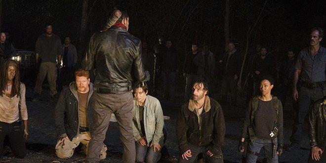 Rick e i suoi inginocchiati davanti a Negan.