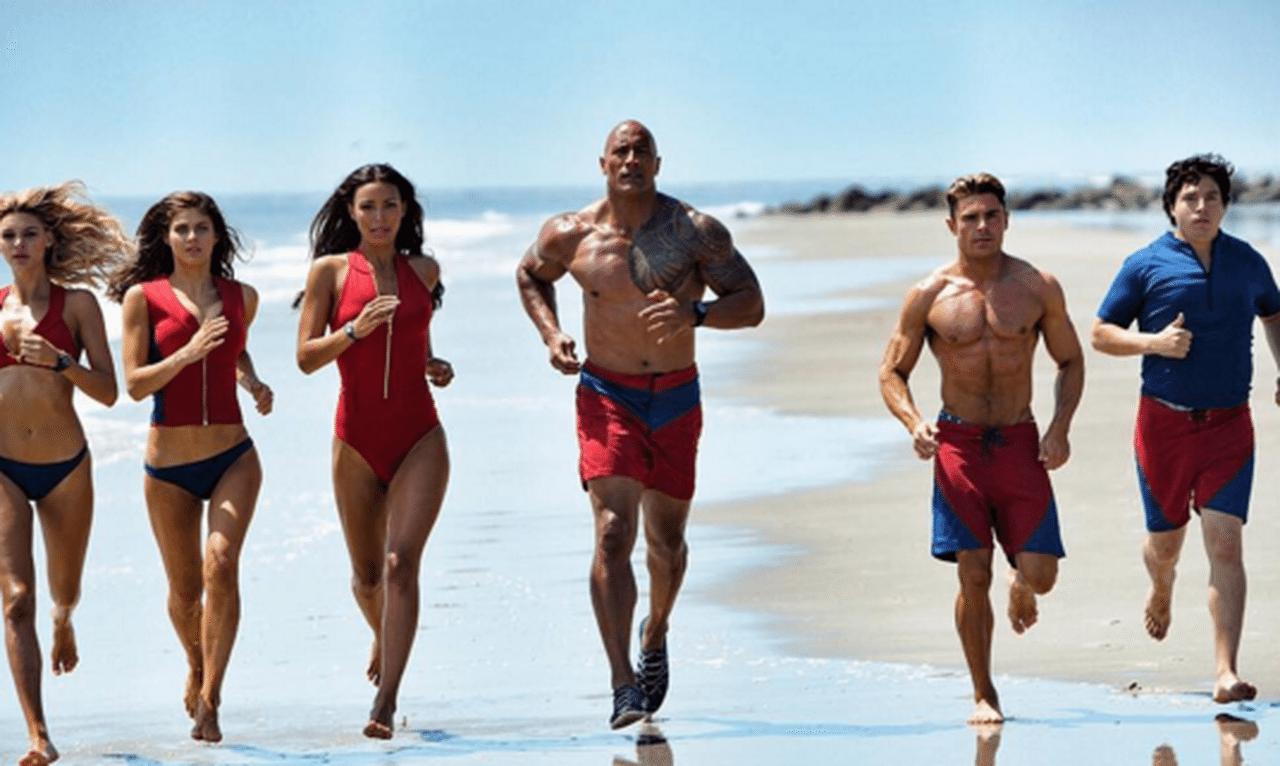 Alexandra Daddario, Zac Efron e Dwayne Johnson nel TRAILER UFFICIALE di Baywatch