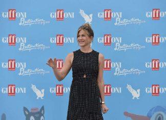 "Jennifer Aniston incanta Giffoni 2016: ""Ragazzi staccatevi dai cellulari"""