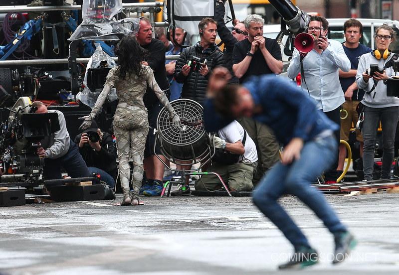 La Mummia di Sofia Boutella è arrivata sul set! Le foto