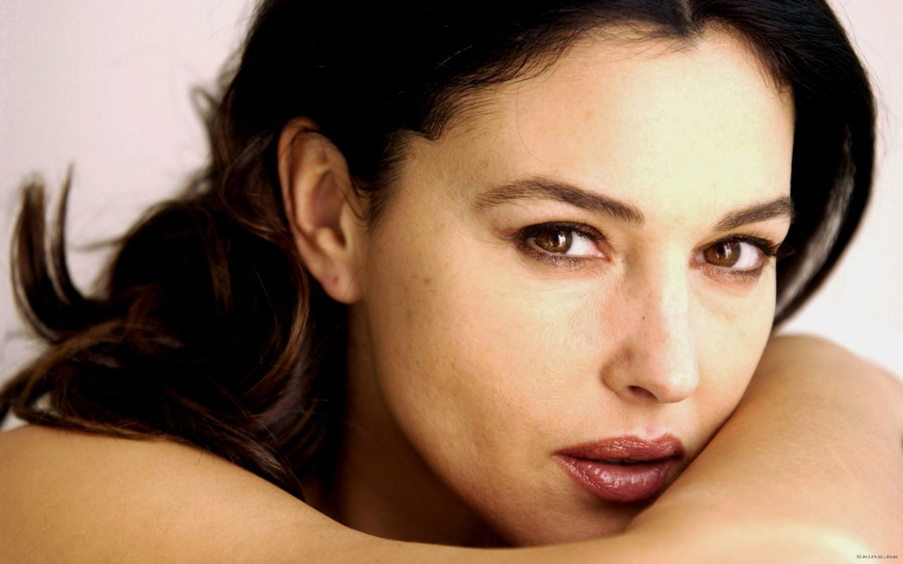 Monica Bellucci senza veli su Paris Match