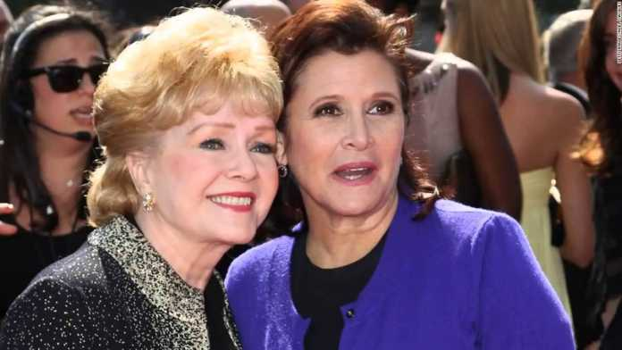 Carrie Fisher,Debbie Reynolds ricoverata