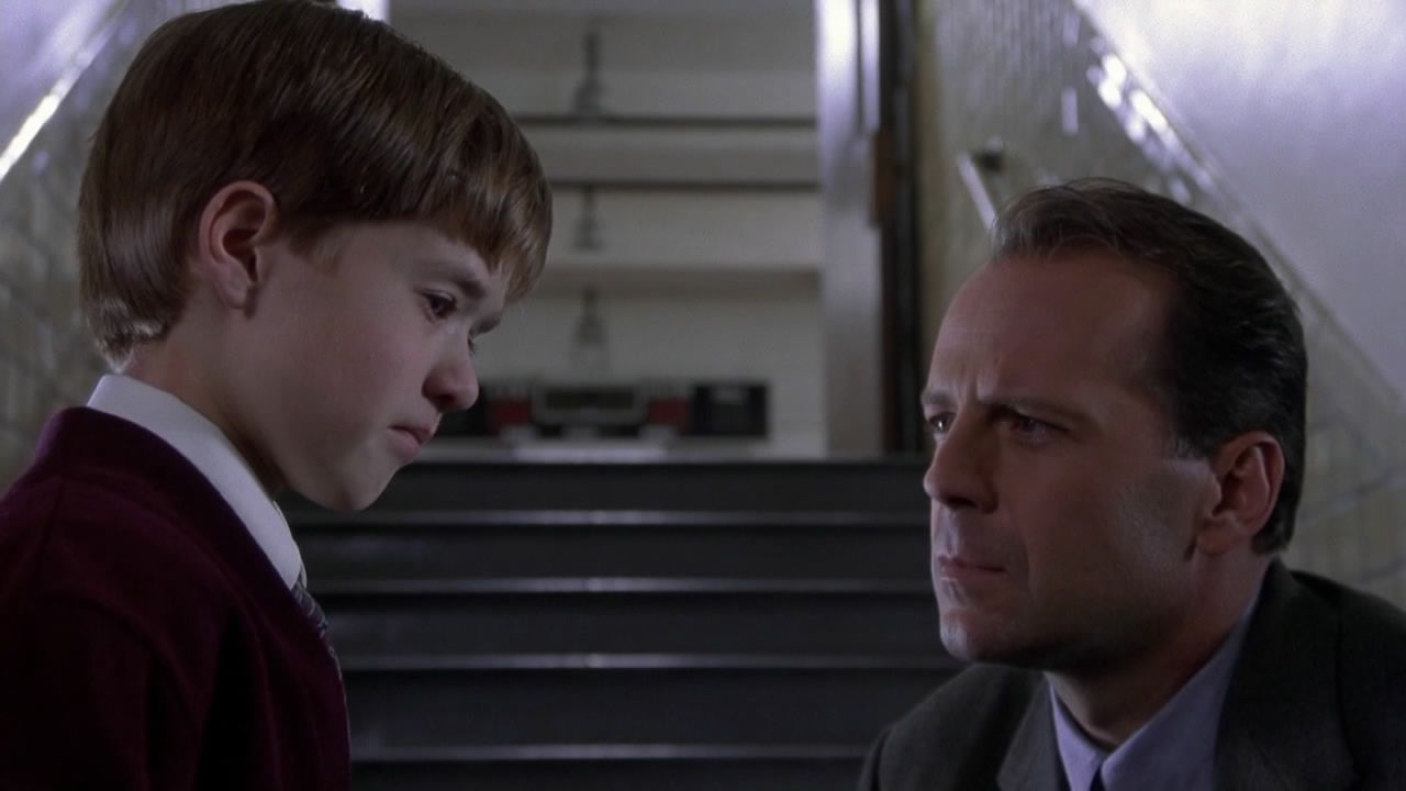 Bambino Sesto Senso.Il Sesto Senso Recensione Del Film Di M Night Shyamalan Con Bruce Willis