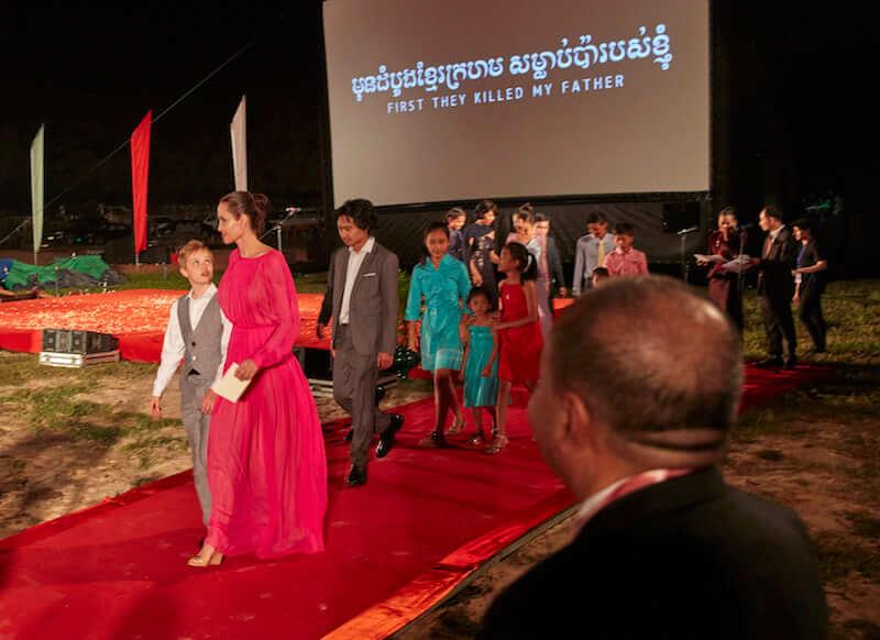 First they killed my father: le foto della première cambogiana del film di Angelina Jolie
