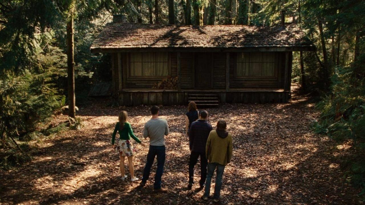 C È Una Casa Nel Bosco quella casa nel bosco: recensione dell'horror con chris hemsworth