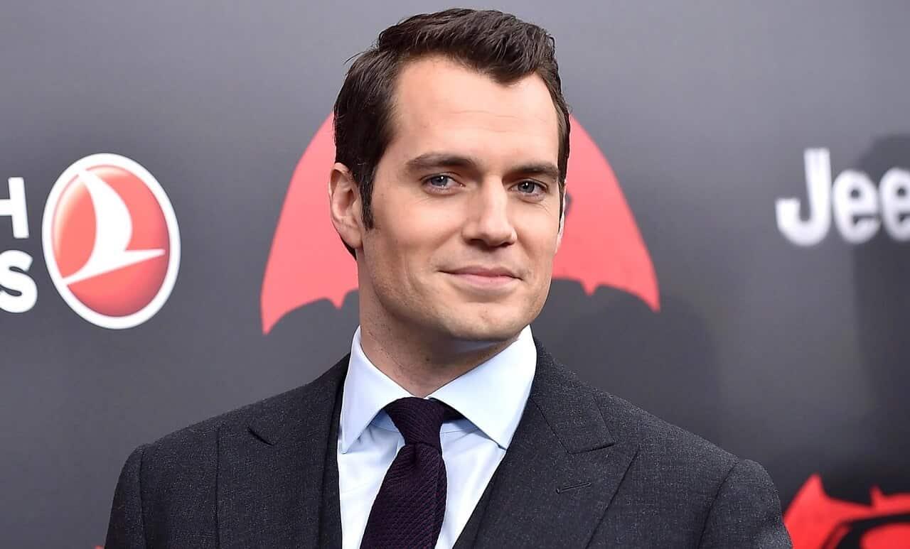 Henry Cavill mostra un nuovo look sul set di Mission: Impossible 6