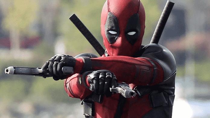 Deadpool alle prese con le armi nella foto dal set di Deadpool 2