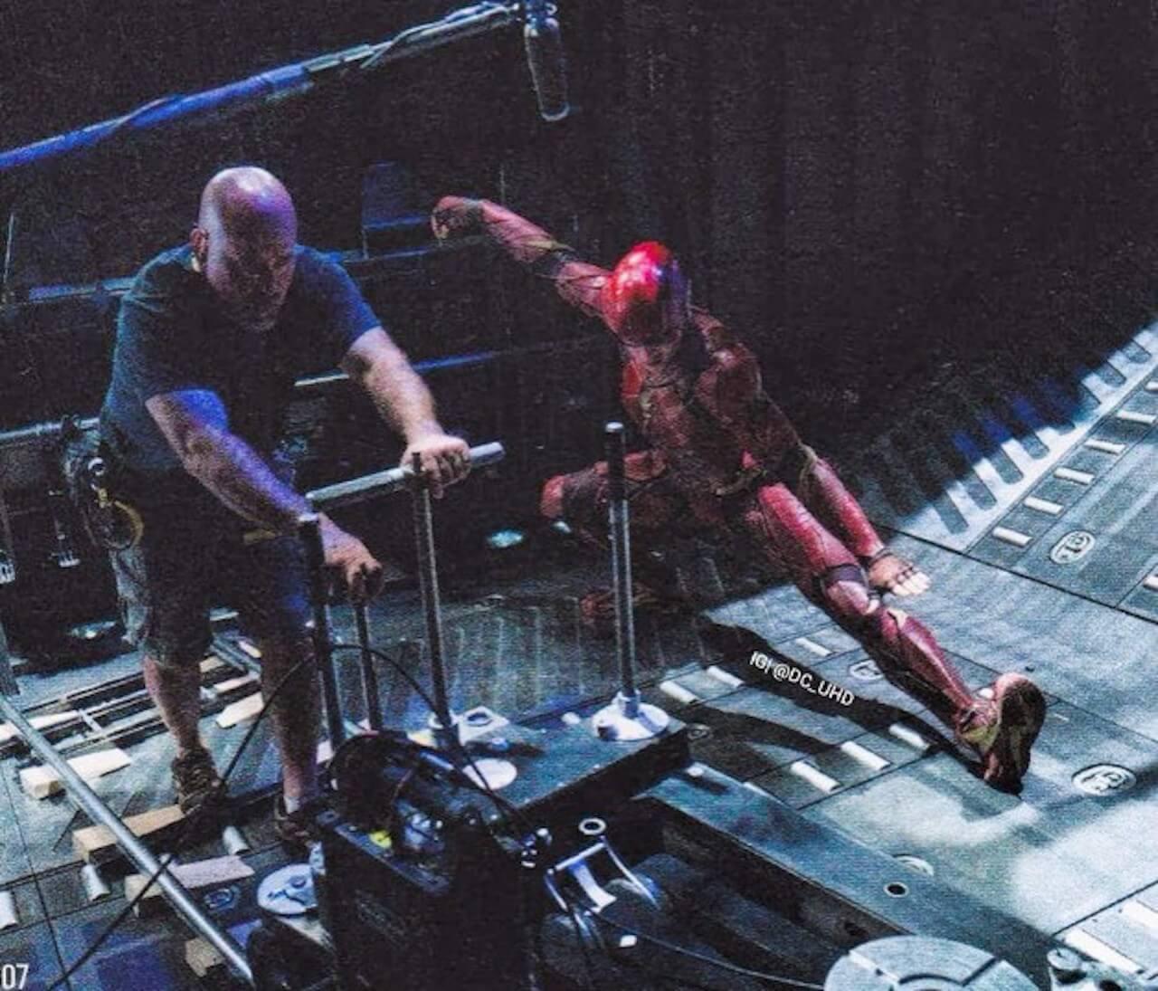 Amber Heard Ben Affleck Jason Momoa E Henry Cavill Foto: Justice League: The Flash In Una Nuova Foto Del Dietro Le