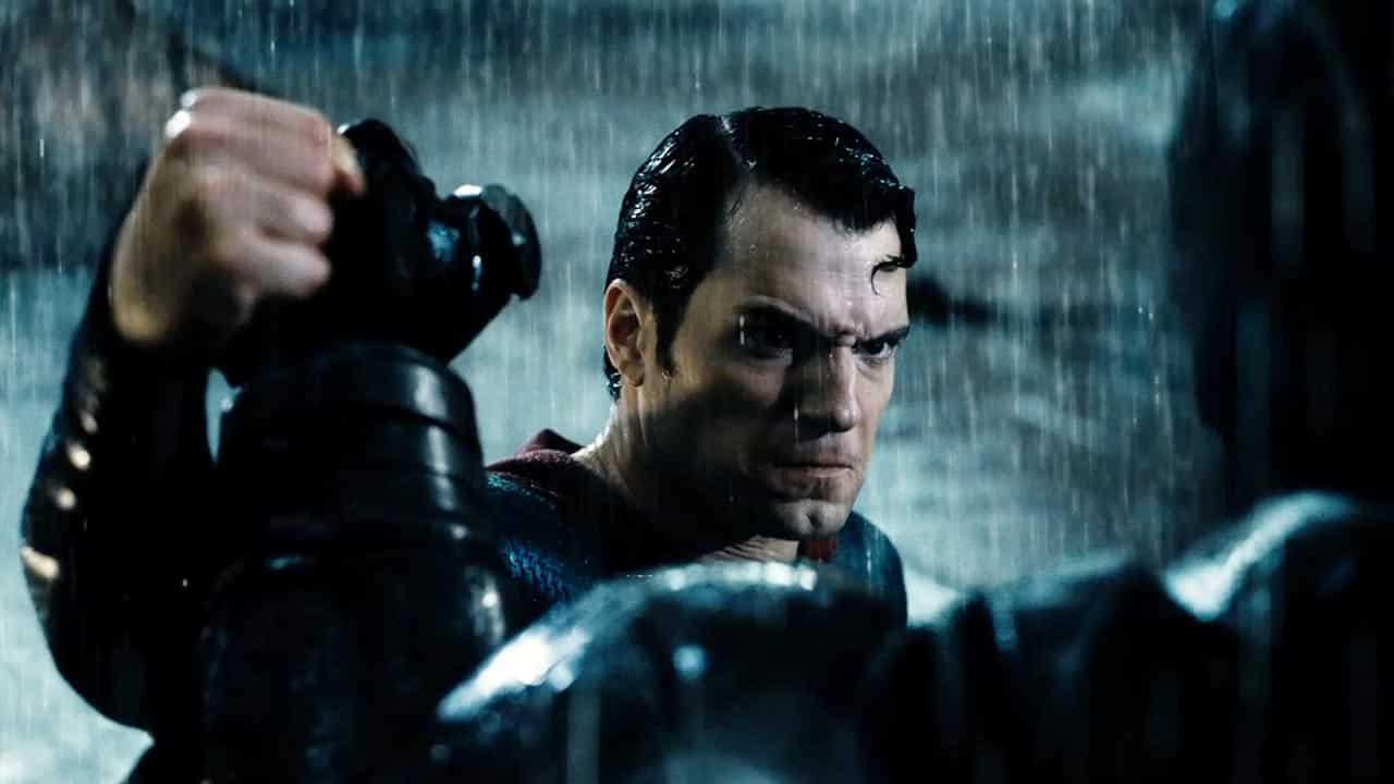 """Batman v Superman: Ezra Miller scherza sul """"momento Martha"""""""
