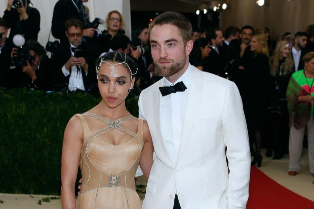 FKA Twigs posa con Robert Pattinson