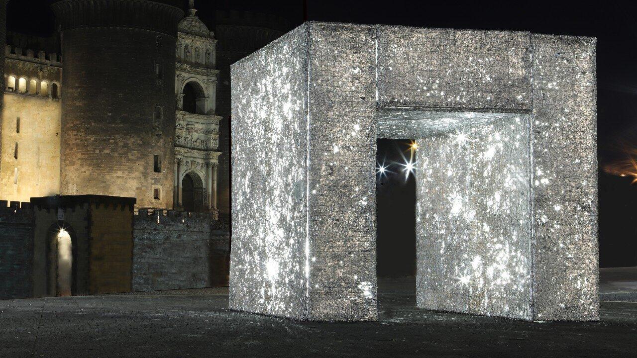 L'opera Triunphus di Annalaura di Luggo in piazza Municipio a Napoli