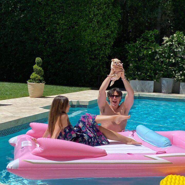 Relax in piscina per Sofia Vergara e Joe Manganiello