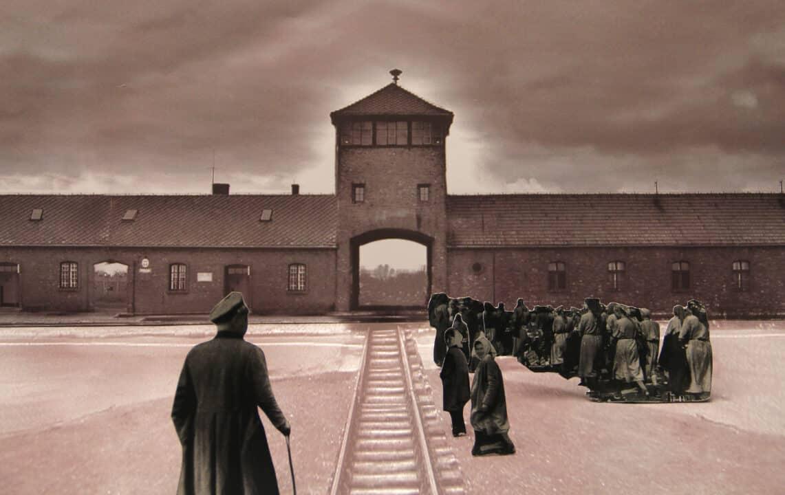 In questa foto l'uscita da Auschwitz in Se questo è amore