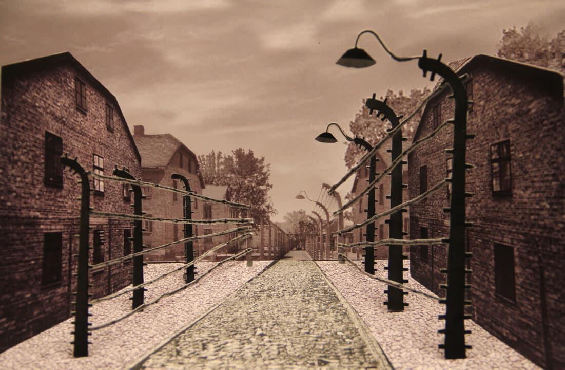 In questa foto il campo di concentramento di Auschwitz in Se questo è amore