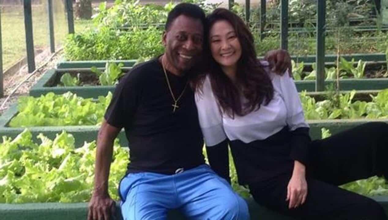 Pelé insieme alla moglie Aoki