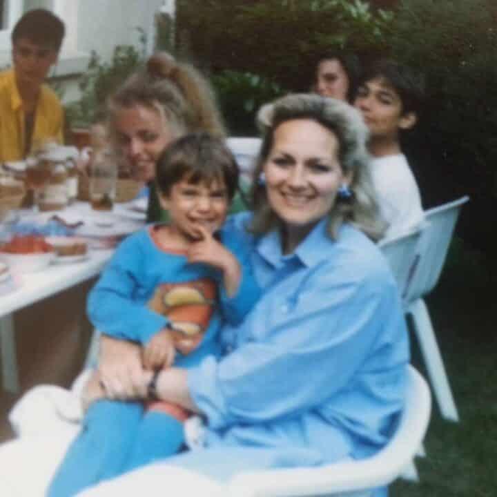 Cavill Henry con la madre