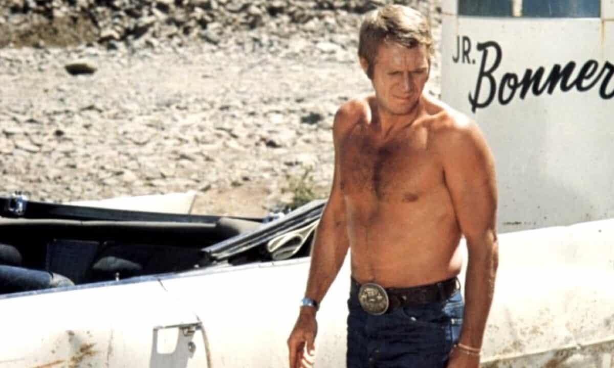 Steve McQueen senza maglietta