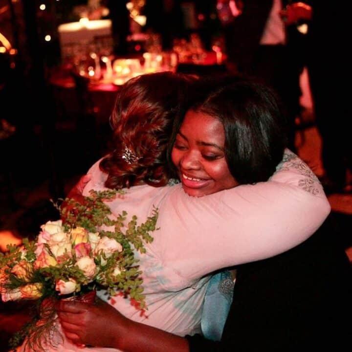 Octavia Spencer e Melissa McCarthy abbracciate
