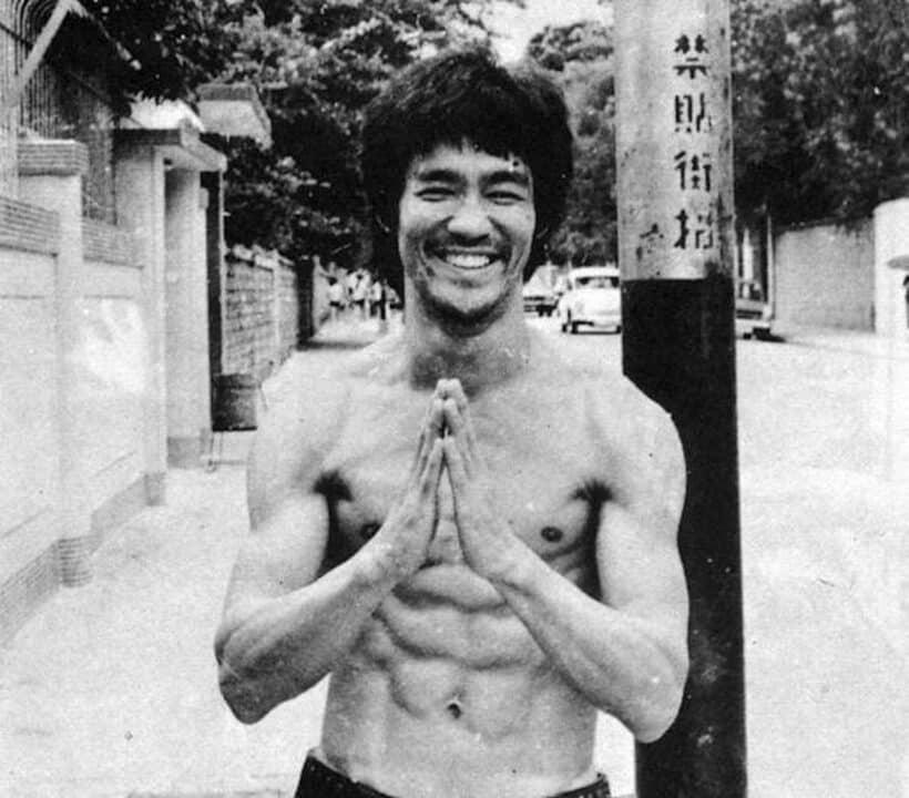 Bruce Lee sorridente