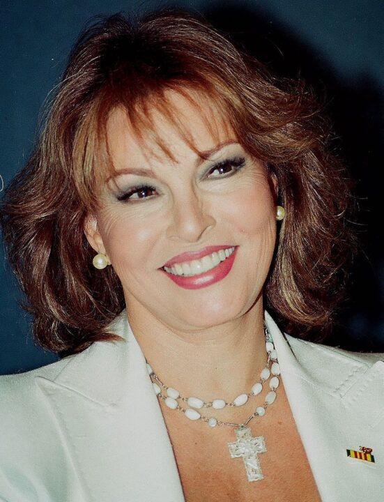Raquel Welch che sorride