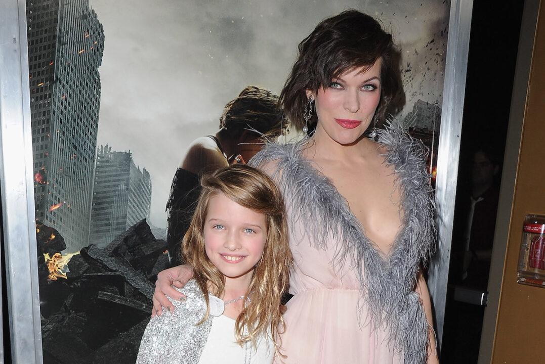 Ever Anderson insieme alla madre Milla Jovovich